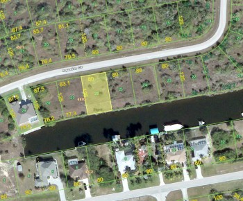 Fast access waterfront lot